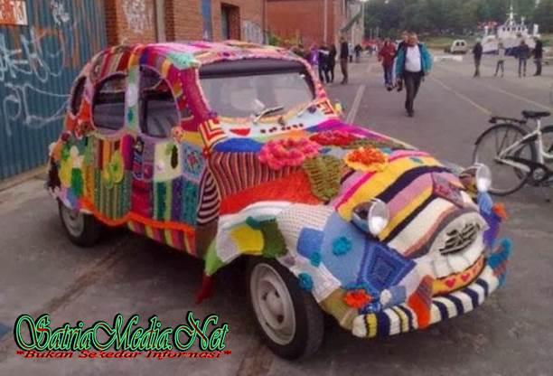 Modifikasi Mobil Pelangi ( Warna - Warni )