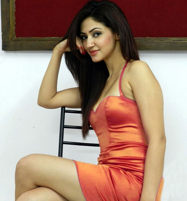 Reyhna Malhotra Hot
