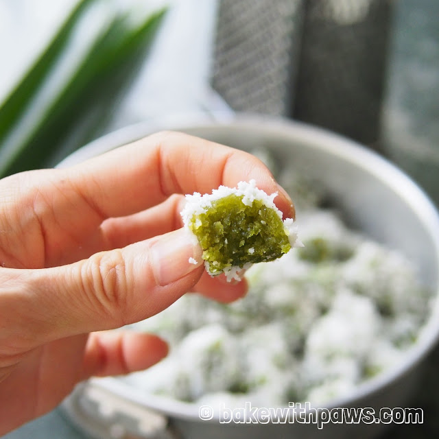 Steamed Pandan Tapioca Kueh