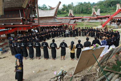 Tari Ma'badong