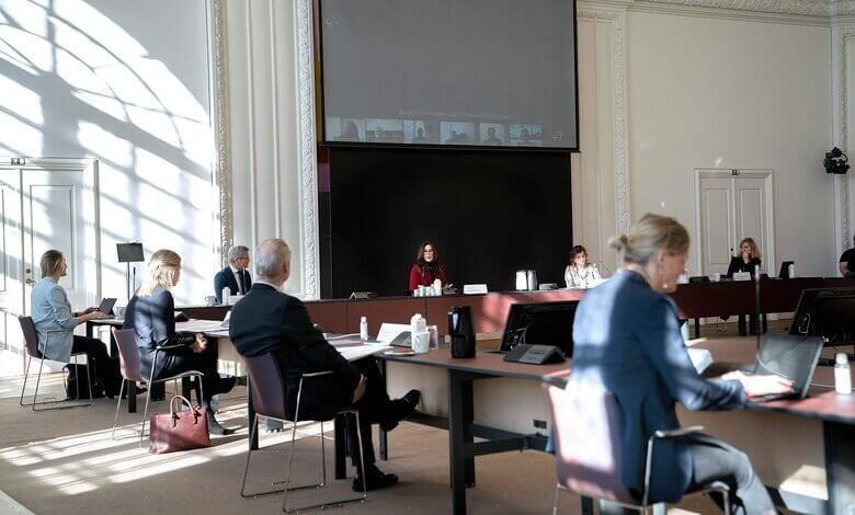 Nairobi Summit held in 2019 at Christiansborg Palace. red half sleeve long jacket. women turtleneck sweater knit black neck and cuff