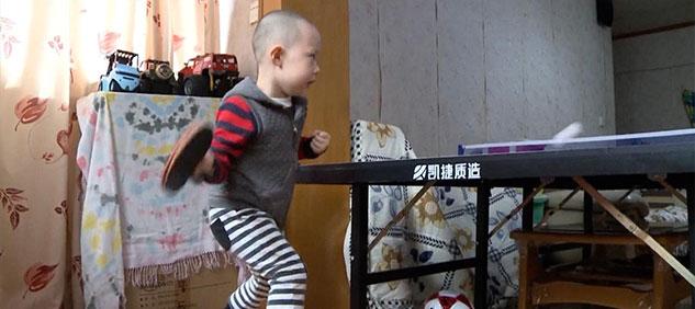 En China, el pequeño Jiang Yunbo de 3 años ya es campeón de ping pong