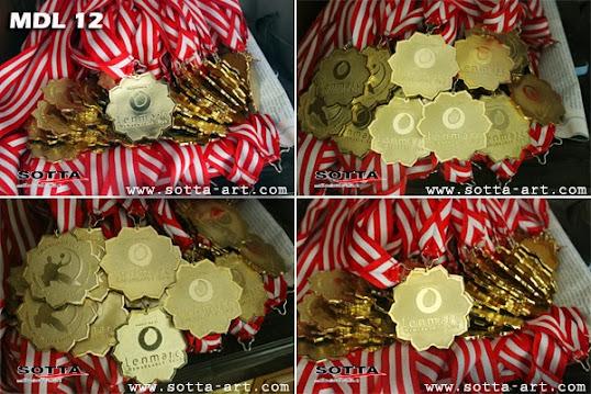 medali kuningan, medali wisuda