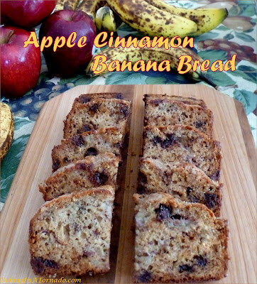 Apple Cinnamon Banana Bread is a moist quick bread featuring both apple and banana flavors. For versatility, incorporate your choice of baking chips: chocolate, toffee, cinnamon or peanut butter. | Recipe developed by www.BakingInATornado.com | #recipe #fruit