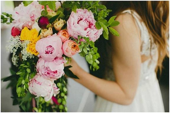 Bukiet ślubny piwonie, vintage ślub, suknia ślubna boho, ślub w ogrodzie, romantyczny ślub, Dolina Cedronu, BukietLove, Winsa Organizacja ślubu i wesela