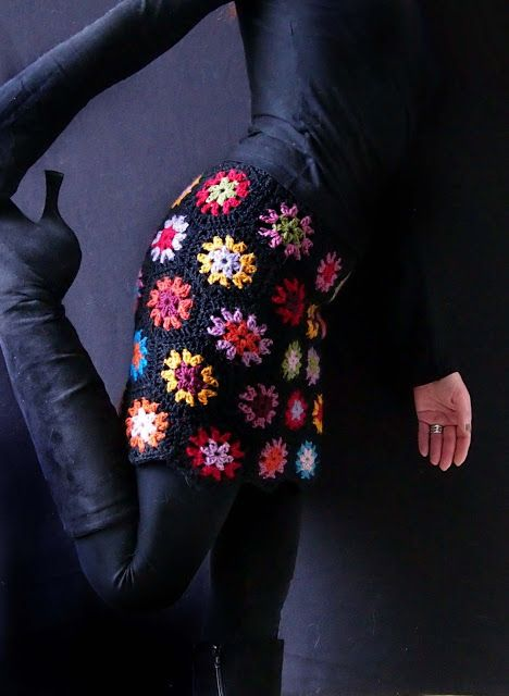 wzory ubran z szydelkowych kwadratow