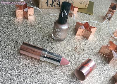kate-moss-Rimmel-15-years-nail-lipstick