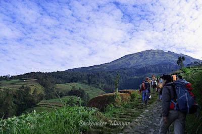 Menggapai Puncak Sejati Gunung Sumbing via Butuh Kaliangrik Magelang - Backpacker Manyar