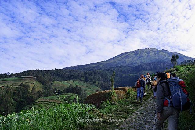 Puncak Sejati Gunung Sumbing via Butuh Kaliangkrik Magelang menawarkan tantangannya