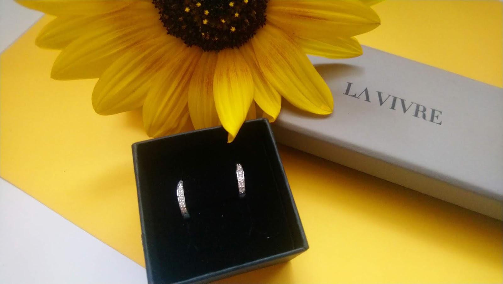 Srebrna biżuteria Lavivre - kolczyki uzupełnieniem stylizacji