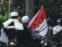 Berikut ini Motif Nurul Bawa Bendera RI Bertuliskan Arab di Demo FPI