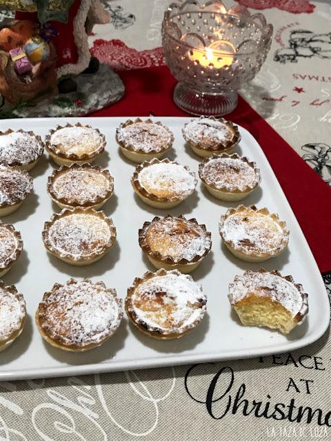 Tartaletas rellenas con quesitos en porciones