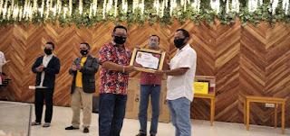 Camat dan Tomas Balung Dapat Penghargaan dari PMI