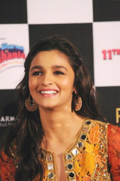 Alia Bhatt at Humpty Sharma Ki Dulhania trailer launch