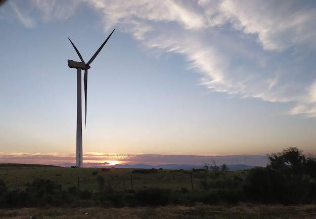 puesta-sol-aerogenerador