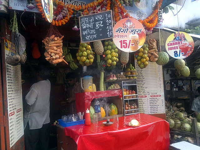 fruit, vegetable, juice, stall, shop, fresh, lower parel, mumbai, india, street, street photography, street photo,
