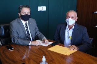 Prefeito de Baraúna viaja à Brasília e se reúne com deputados