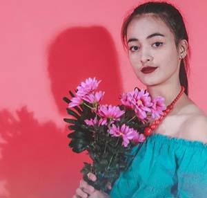 Mawar Eva De Jongh Membawa Bunga
