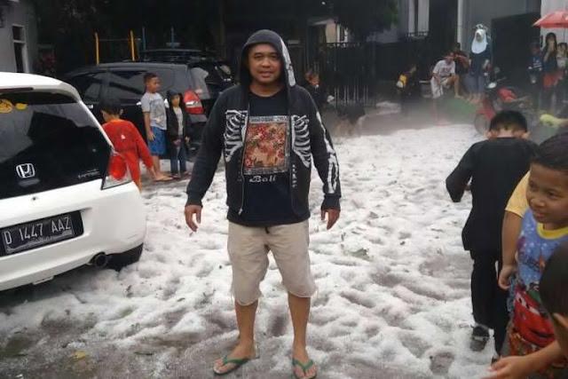 Hujan es di kota bandung