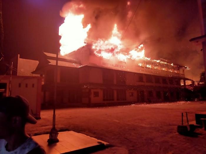 Gedung Kampus STIE di Palu Terbakar, Seluruh Ruang Habis Terbakar