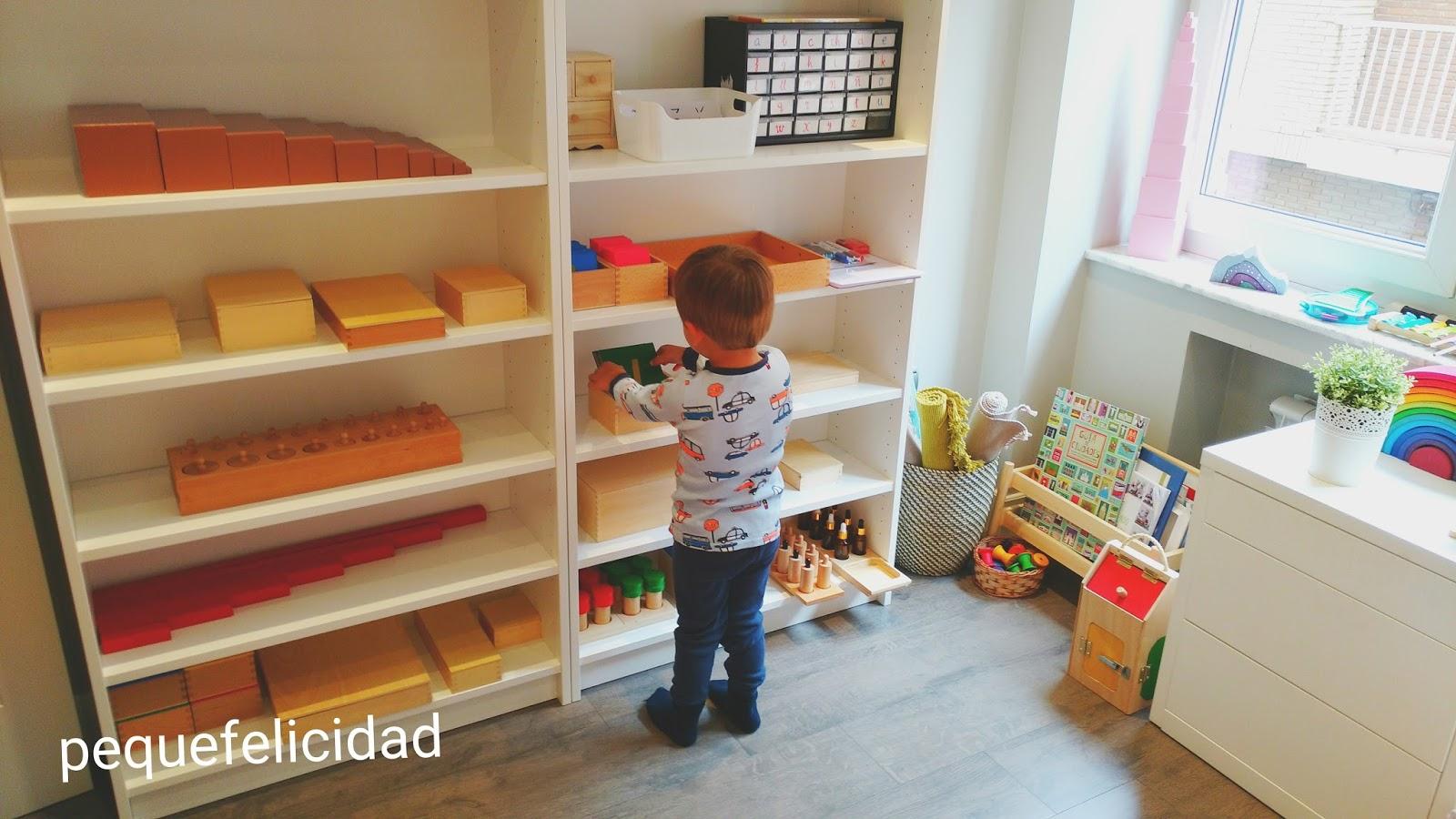 Pequefelicidad nuestras estanter as montessori - Estanterias para bebes ...