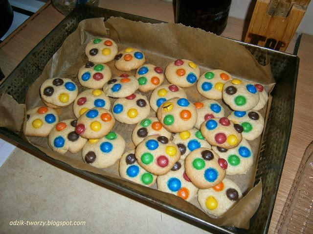 Ciastka z cukierkami M&M's - przepis grzechu warty!