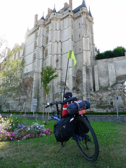 De Paris à la Rochelle en vélo couché, Châteaudun
