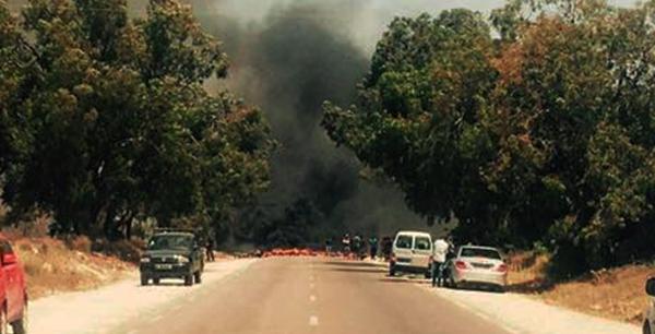 بعد إيقاف منظّم حرقة وحجز مئات الملايبن بالمهدية .. شبّان يغلقون الطريق للمطالبة باسترجاع أموالهم
