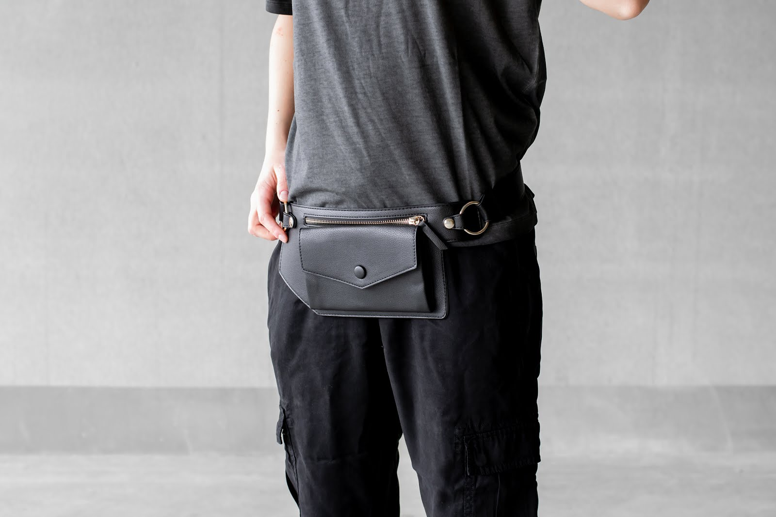 s.Oliver, belt bag, bum bag, minimal outfit, black, dad sneakers, street style, 2019, trends
