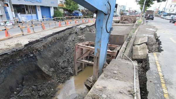彰化道路塌陷現「天坑」急搶修 王惠美:請用路人小心