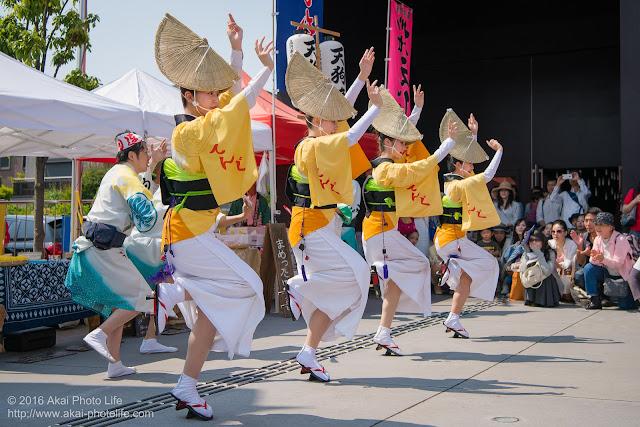 天狗連、熊本地震被災地救援募金チャリティ阿波踊り、座・高円寺前、舞台踊りの写真