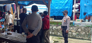 Kanit Binmas Polsek Maniangpajo Polres Wajo Himbau Warga Agar Mematuhi Protokol Kesehatan.