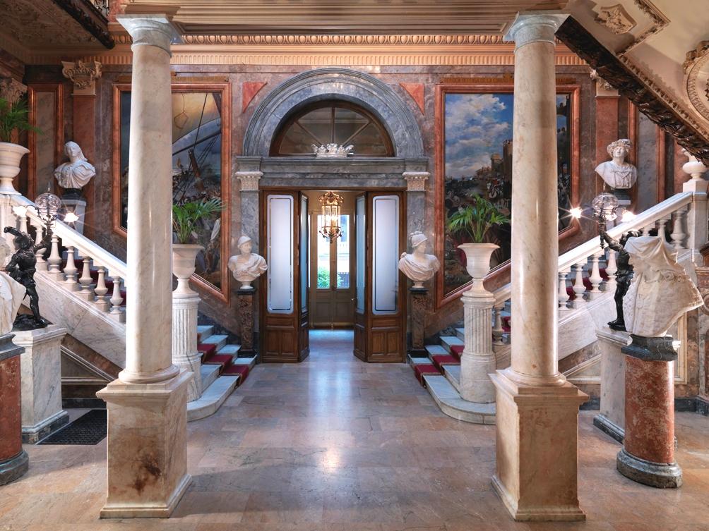 Royalty & Pomp: THE PALACE
