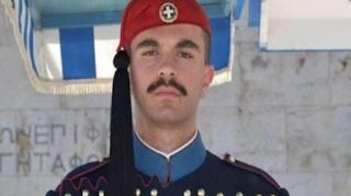 Θλίψη: Αυτός είναι ο 24χρονος Εύζωνας της Προεδρικής Φρουράς που πέθανε ξαφνικά
