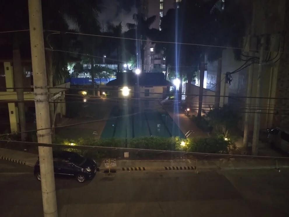 TCL 20 SE Camera Sample - Night, Pool