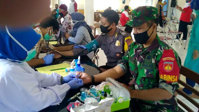 Babinsa Koramil Jogonalan Donorkan Darahnya Untuk Kemanusiaan