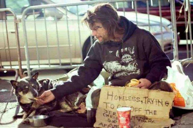 Их богатство — в их сердцах: бездомные, которые собакам отдали все