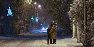 Ρομαντικός «Τηλέμαχος»: Ζευγάρι φιλιέται μέσα στα χιόνια και γίνεται viral (εικόνες)