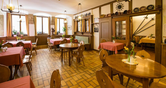 https://www.booking.com/hotel/de/gasthof-goldener-greifen.en.html?aid=960979&no_rooms=1&group_adults=1