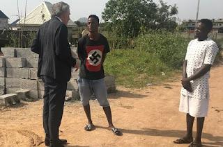 مفكر فرنسي ينقل شهادة مسيحية حامل في نيجيريا بتر الإسلاميون يدها وهم يصيحون اللّه أكبر!
