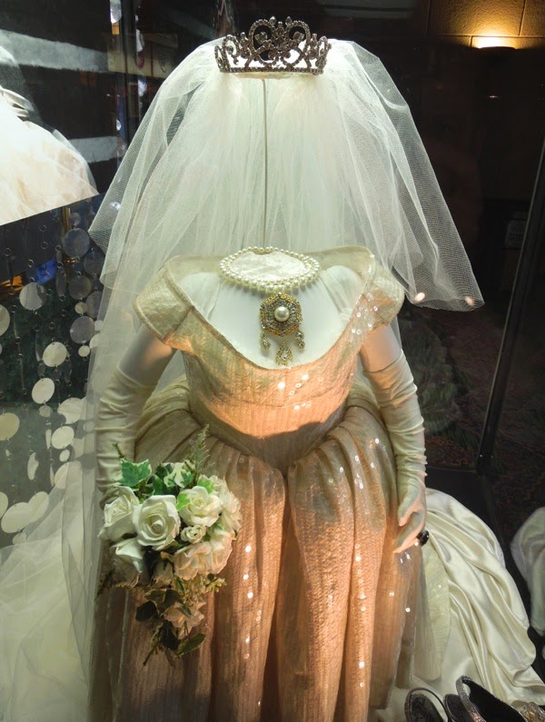 Miss Piggy wedding dress detail Muppets Most Wanted