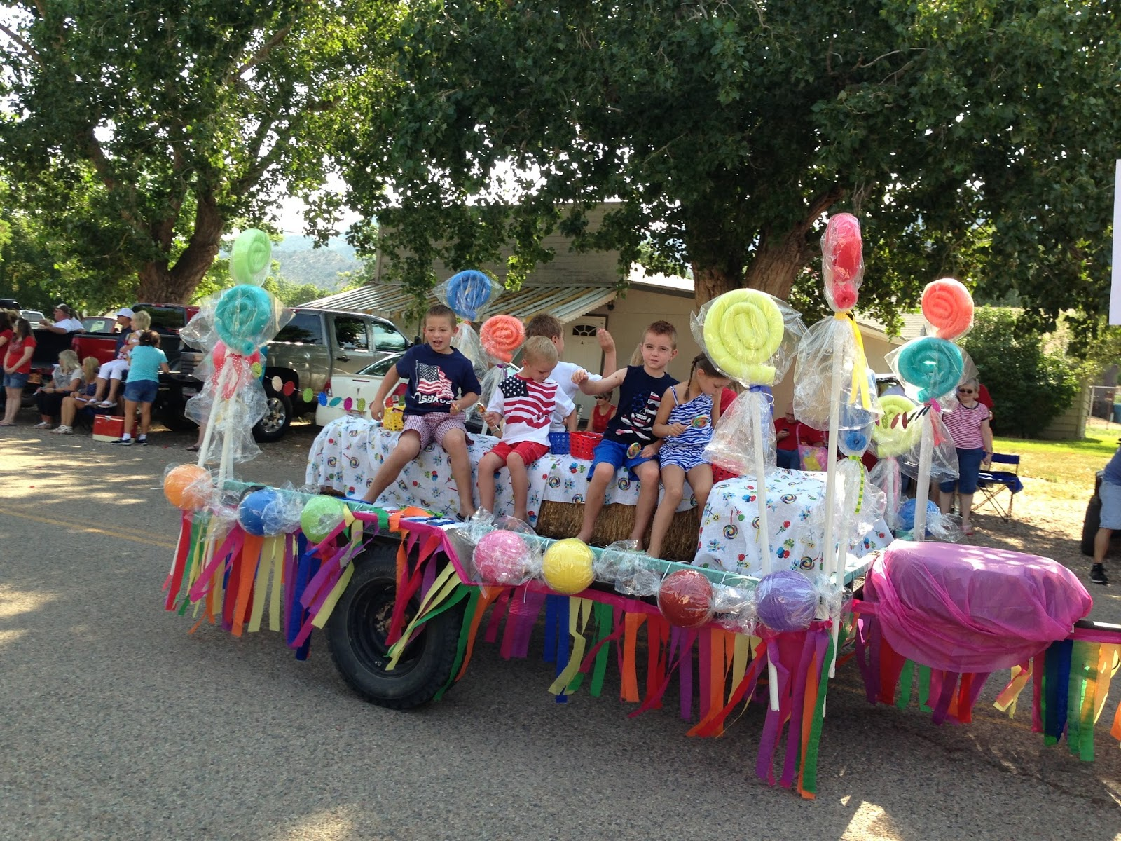 Larcie Bird Parade Floats Are Sweet