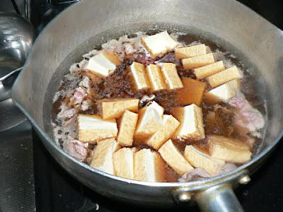 豚肉を煮る
