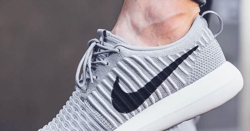 Nike ROSHE TWO SI Matalavartiset tennarit black/ivory 36.5 Vertaa.fi