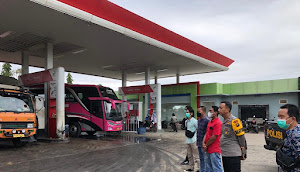 Polres Tebo Tertibkan Pelangsir BBM Dengan Jerigen di SPBU Tebo