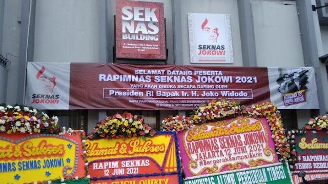 Rocky Gerung Curiga Jokowi Kumpulkan Relawan untuk Berhadapan dengan Megawati
