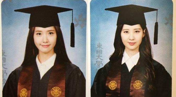 Foto Wisuda Yoona dan Seohyun SNSD