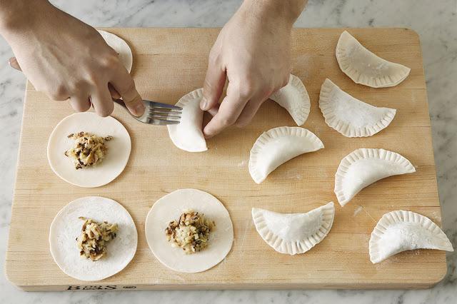 Tuy vậy, ở các nước châu Âu cũng có một số phiên bản dumpling giống các món châu Á kể trên đến mức khiến người ta phải bất ngờ: