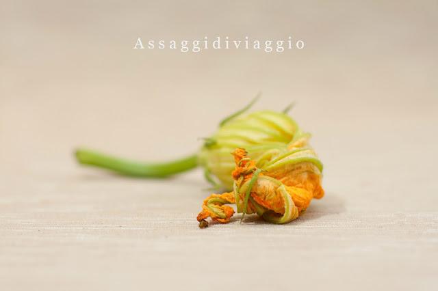 Tortino croccante di alici e fiori di zucca con purè di finocchi all'aneto
