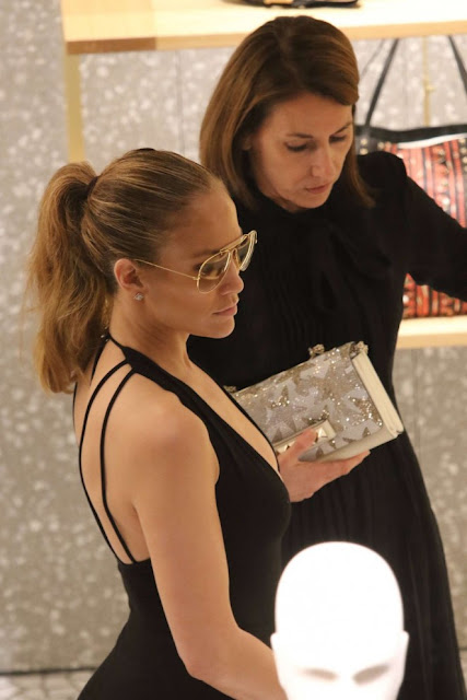 Jennifer Lopez – Shopping in Miami